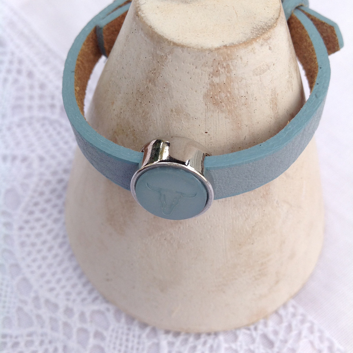 Lederarmband light blue mit Cabochon