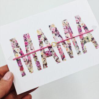 Elastisches Armband mit Herz auf Postkarte - Mama