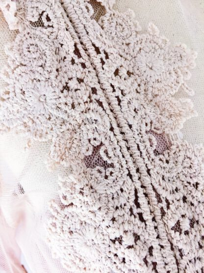 Tüllbluse in der Trendfarbe nude